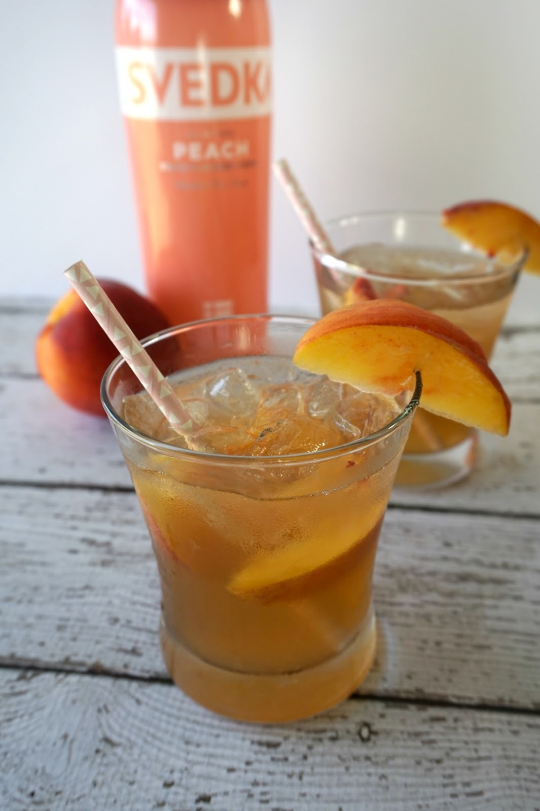Easy & Refreshing Spiked Peach Tea   Perfect cocktail for hot summer nights! // Beauty With Lily, A West Texas Beauty, Fashion & Lifestyle Blog
