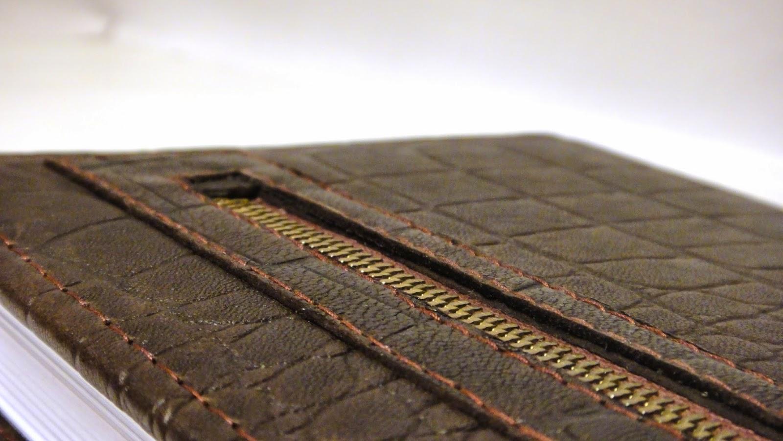Кожаный ежедневник с кармашком на молнии для визиток и паспорта