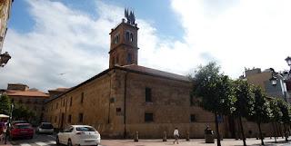 Edificio histórico de la Universidad de Oviedo.