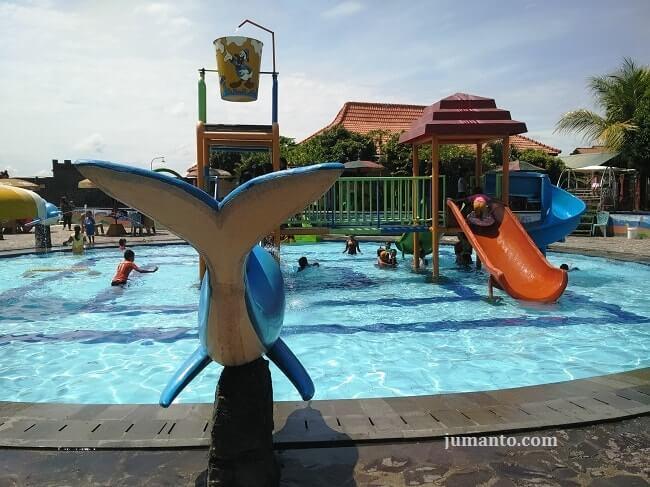 kolam renang taman palem indah