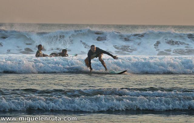 Surfeando-Legian-Beach-Bali