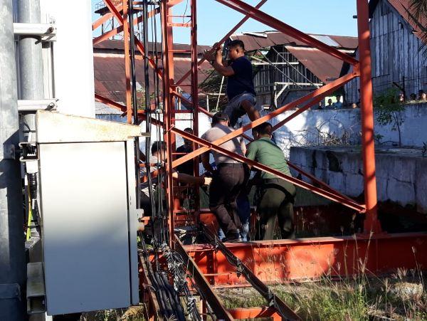 Babinsa Gagalkan Aksi Bunuh Diri Warga dari Tower Setinggi 35 Meter