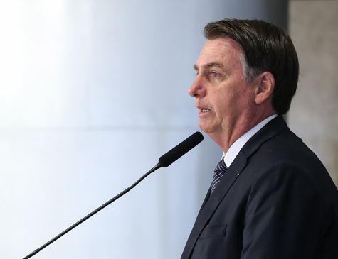 Em entrevista, Bolsonaro defende troca de patrono da educação