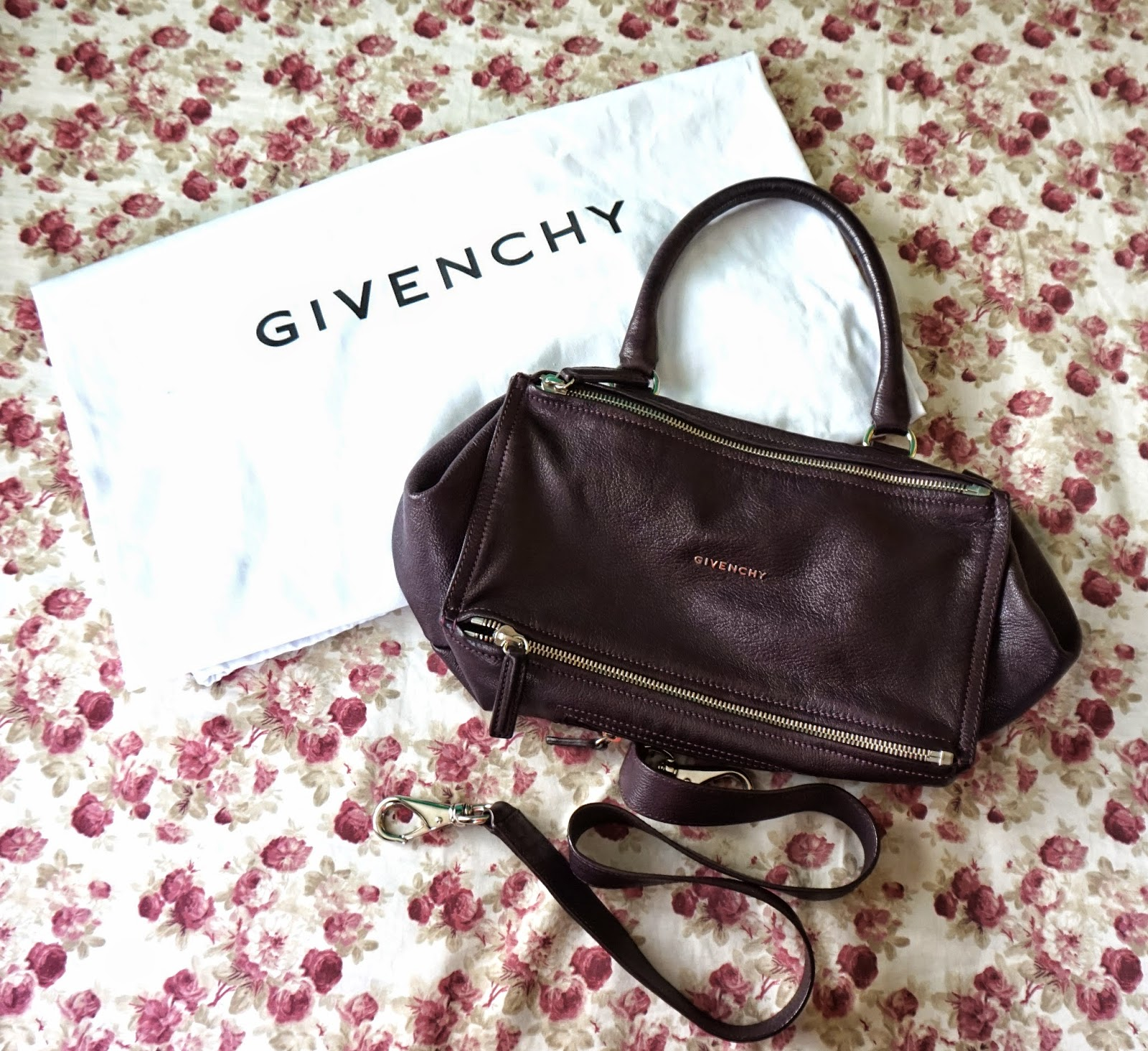 BAG REVIEW  Givenchy Pandora Medium in Aube + Spot A Fake Givenchy ... 90eaa99694efe