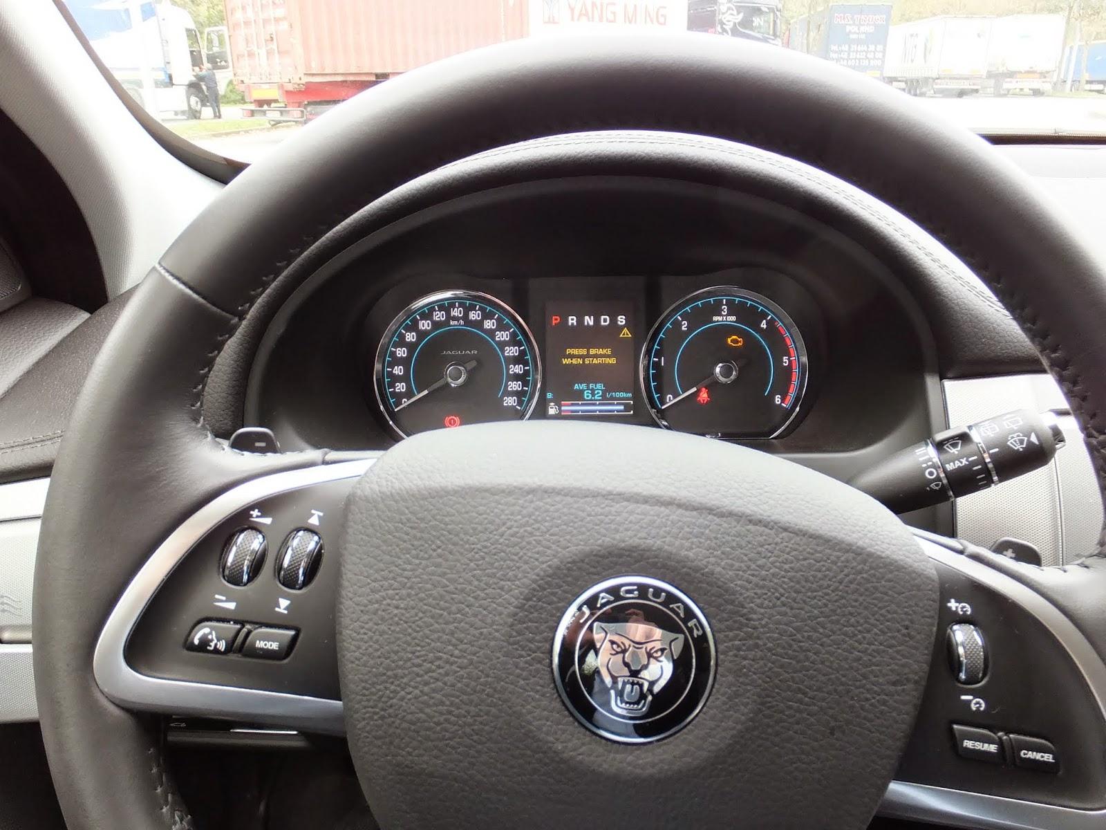 jaguar-xf-sportsbreak-steering-wheel ジャガーXFスポーツブレークのハンドル