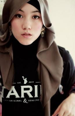 Model Hijab Hana Tajima cewek cantik inggris model yang jadi muallaf dan jadi model designer