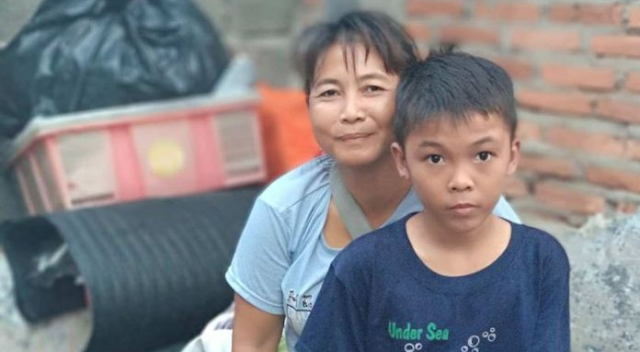 Kisah Kemalangan Purwati, Penjual Kopi yang Anaknya Berprestasi Berangkat ke Kanada