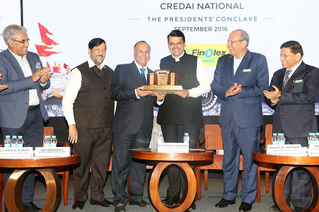 Mr. Prakash Chhabria, Executive Chairman, Finolex Industires Ltd being felicitated by Maharashtra CM, Mr. Devendra Fadnavis at the ECGCConclave.