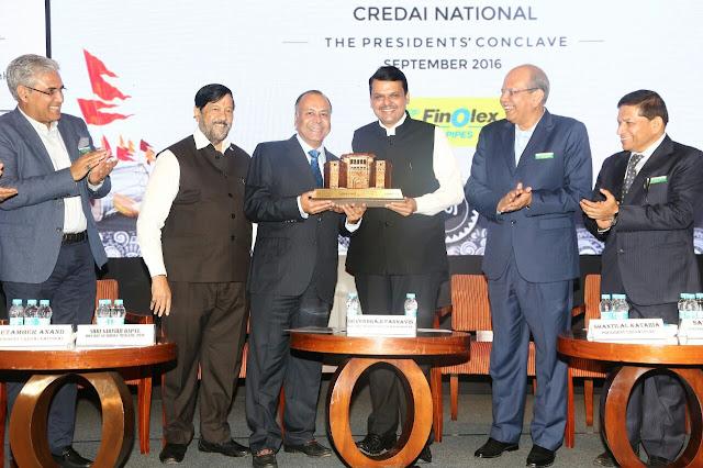 Mr. Prakash Chhabria, Executive Chairman, Finolex Industires Ltd being felicitated by Maharashtra CM, Mr. Devendra Fadnavis at the ECGCConclave.