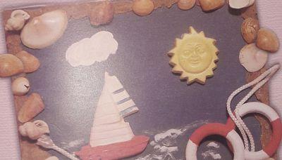 Cuadro marino artesanal, con arena y caracolas de la playa