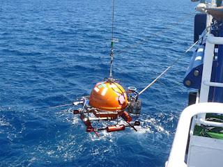 Ocean-bottom seismometers