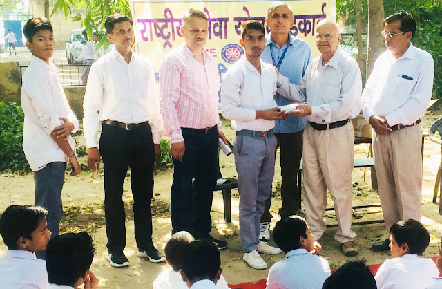 Distribute free glasses to government school students in Faridabad