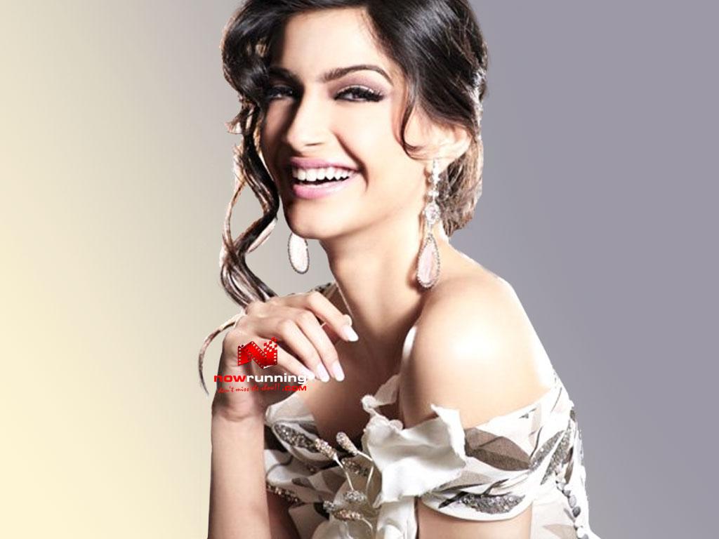 Bollywood Beautiful Actress Sonam Kapoor Latest Wallpaper