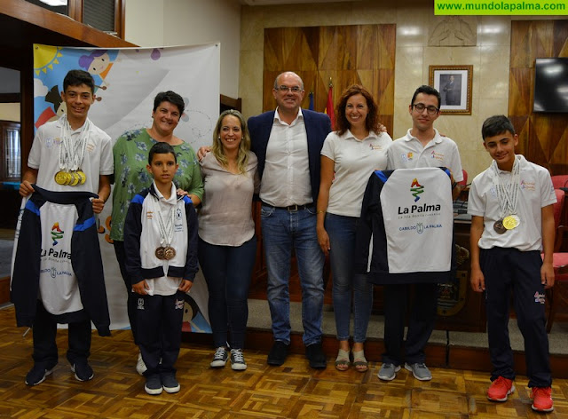 El Cabildo felicita a los jóvenes de la isla que cosecharon notables éxitos en las Olimpiadas de Juegos Mentales
