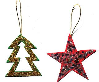 Un árbol y una estrella de cartón decorado con brillantina para adornar el árbol de Navidad.