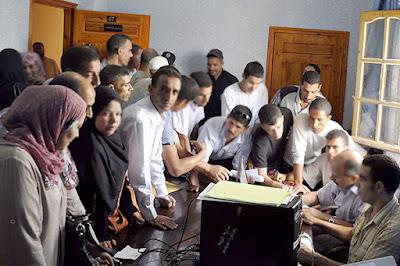 """حرمان 42 ألف أستاذ من التوظيف بسبب منح المناصب """"تحت الطاولة"""" في الجزائر"""