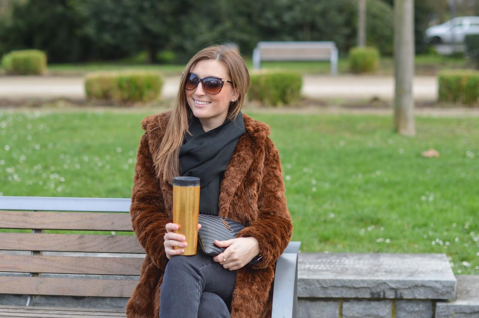 YSL Clutsch - Fashionblogger aus Deutschland - Deutsche Fashionblogger - Braune Fakefur Jacke - Streetstylelook Blogger - Frankfurt Fashionblogger