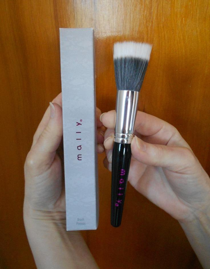 Mally Beauty Stippling Brush for Enviable Skin