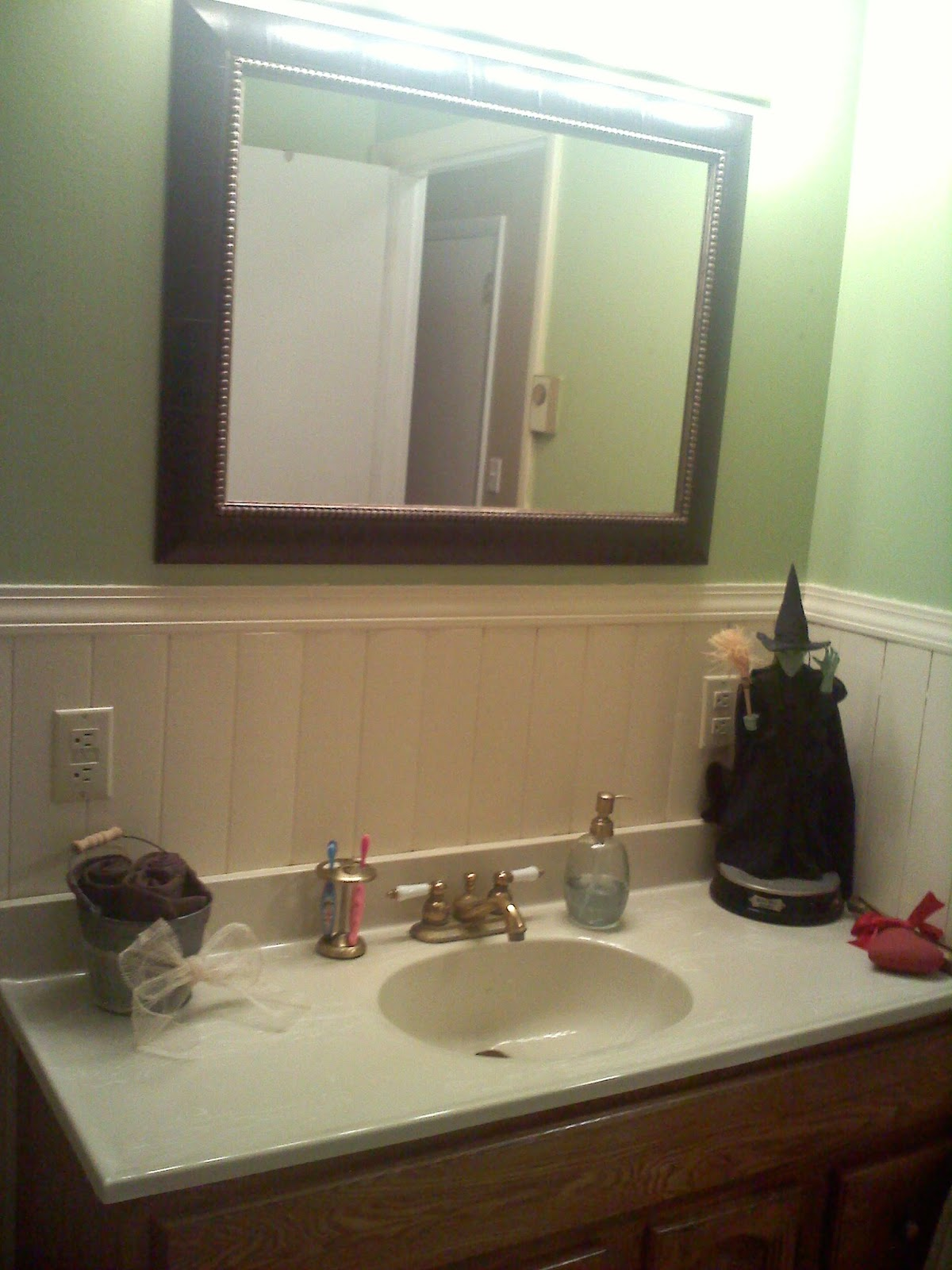Housewife Of Independent Means Wizard Of Oz Bathroom