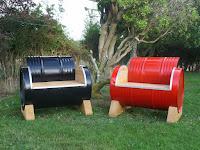 Sillones y mesas a partir de tanques de acero reciclados
