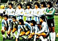 SELECCIÓN DE ARGENTINA - Temporada 1977-78 - Passarella, Bertoni, Olguín, Tarantini, Kempes y Fillol; Gallego, Ardiles, Luque, Óscar Ortiz y Luis Galván - ARGENTINA 3 (Kempes (2) y Bertoni), HOLANDA 1 (Nanninga) - 25/06/1978 - Mundial de Argentina 1978, final - Buenos Aires (Argentina), estadio Monumental - La Selección de ARGENTINA se proclama Campeona del Mundo