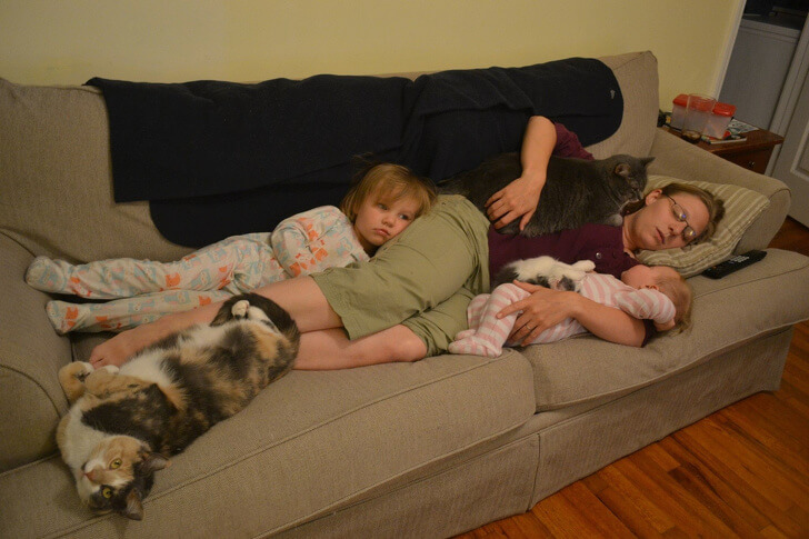 18 Heart-Melting Moments That Perfectly Describe Family Love