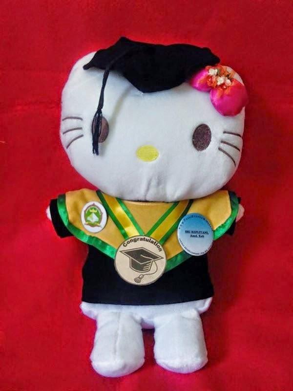 Download gambar boneka hello kitty wisuda