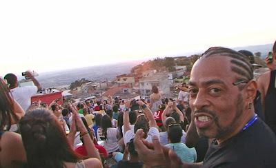 """Thaíde acompanha festa dos """"malucos beleza"""" em São Tomé das Letras - Divulgação/Band"""