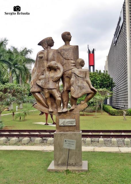 Close-up da Escultura Horizontes - ALESP - São Paulo