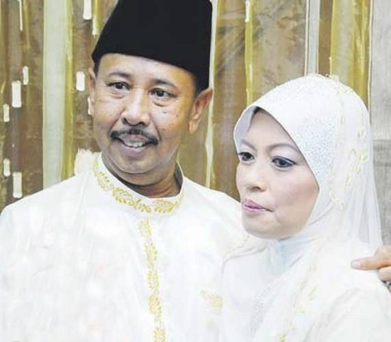 Zaibo, or his real name Zainal Ariffin Abdul Hamid, with his wife and long-time friend, Siti Hawa Syawal, a single mother of nine, on their wedding day.