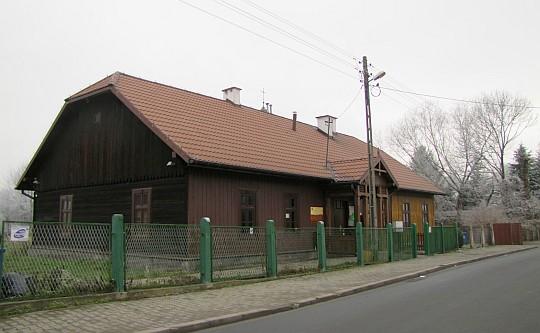 Budynek starej szkoły w Krzesławicach ufundowanej przez Matejkę w XIX wieku.