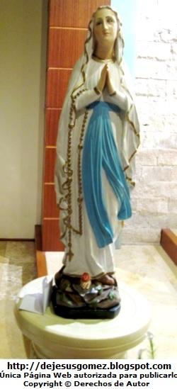 La Virgen María orando  (Virgen María de Plaza Norte frente a la ONP). Foto de la Virgen María tomada por Jesus Gómez