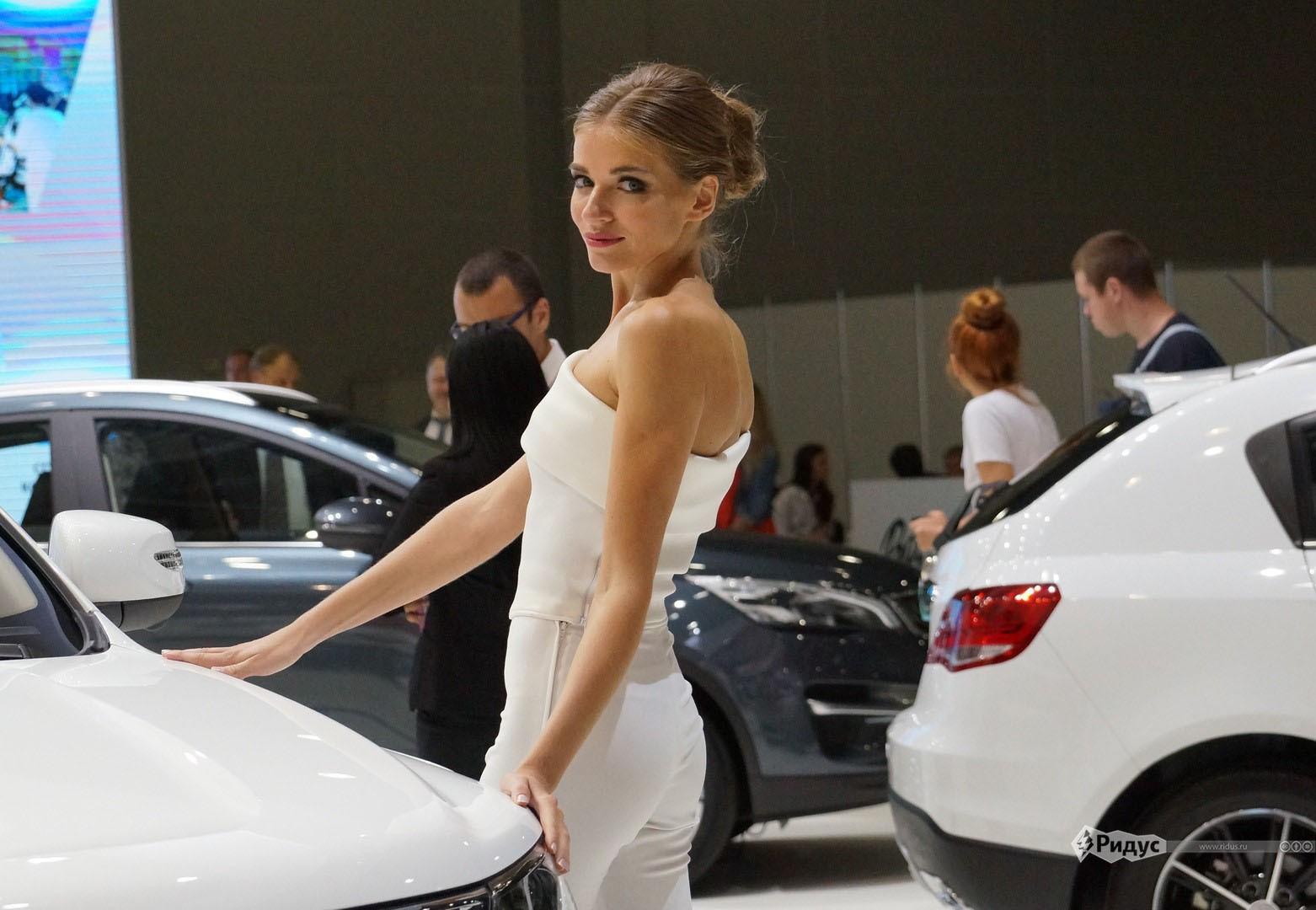 Девушки автосалона 2020 в москве деньги под залог недвижимости во владивостоке