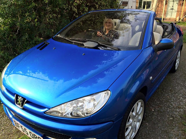 madmumof7 in cabriolet car