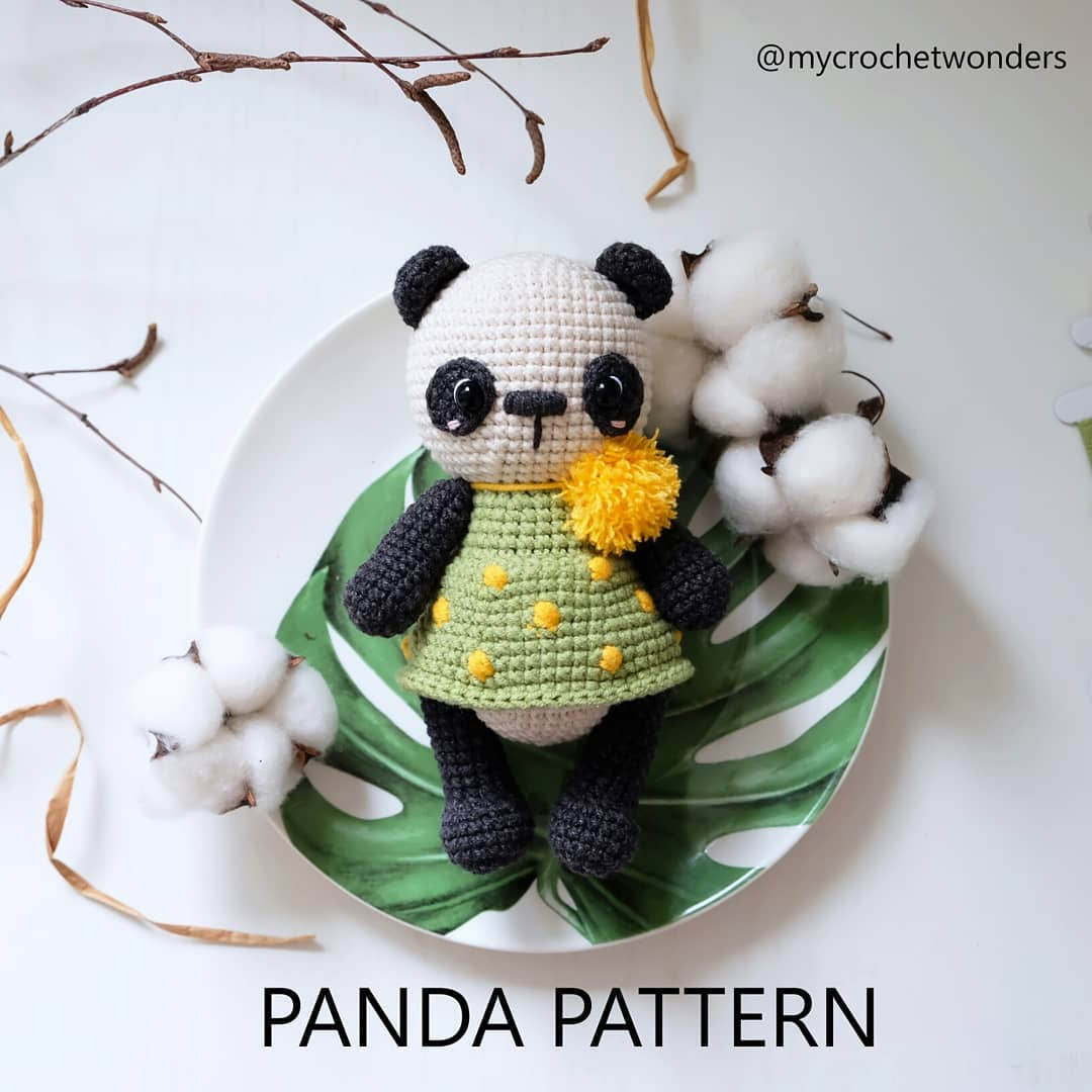 Crochet toy panda amigurumi