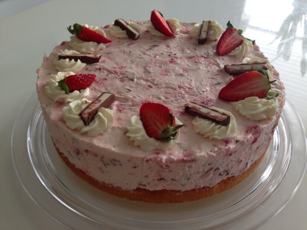 Liebesstuck Erdbeer Yogurette Torte