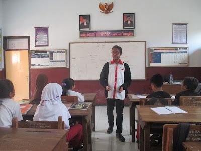 Menulis Esai Indonesia Mengajar