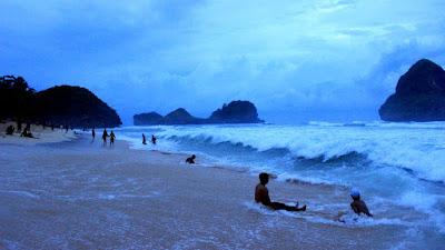 Pantai Goa Cina (wisatawan)