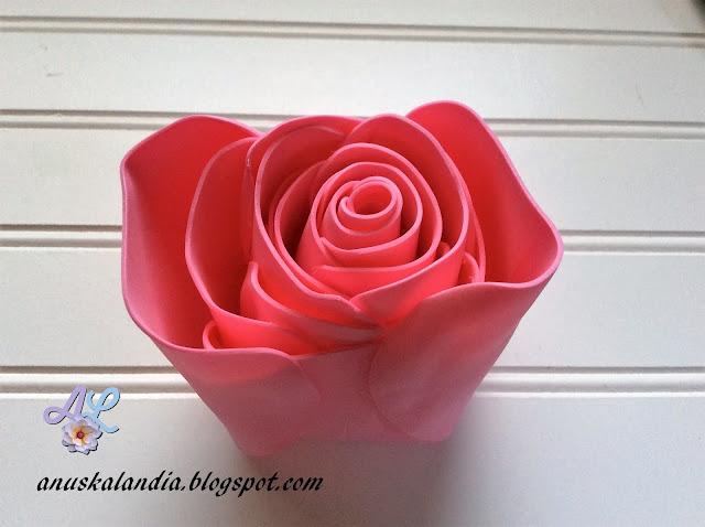 Rosa-gigante-en-goma-eva-o-foamy-18-3-pegar-el-otro-lado-Anuskalandia