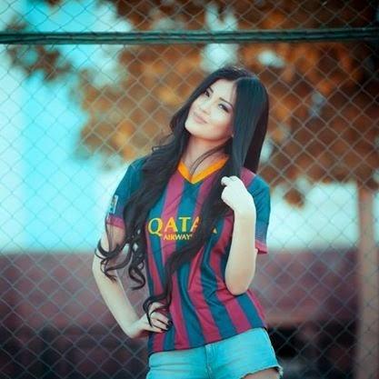 best service d6840 8b81c mesqueunclub.gr: Pictures:Beautiful girls wearing Barca Shirts