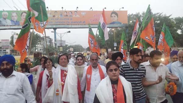 राज्यमंत्री कृष्ण पाल गुर्जर और विधायक सीमा त्रिखा ने सेवा संकल्प जन जागरूकता अभियान चलाया