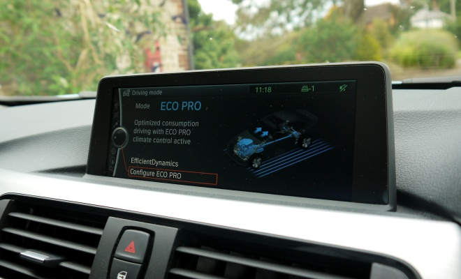 BMW 320d Efficient Dynamics - info screen