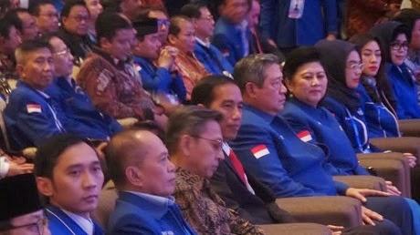 Hadiri Kongres Partai Demokrat, Jokowi Tiru Kerapian SBY