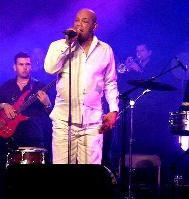 Foto de Joe Arroyo en el escenario