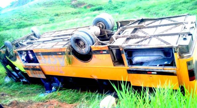 Tragédia - Ônibus com 38 passageiros tomba na BR-364