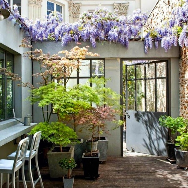 10 bonitos patios escondidos en par s guia de jardin. Black Bedroom Furniture Sets. Home Design Ideas