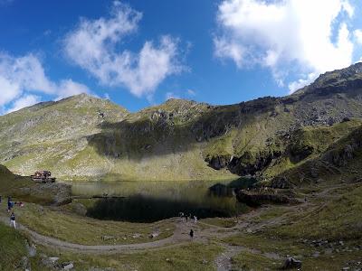 Atrakcje trasy Transfogaraskiej, jezioro na szczycie