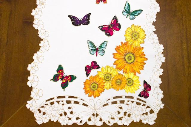 http://www.elo7.com.br/caminho-de-mesa-borboletas/dp/73686D