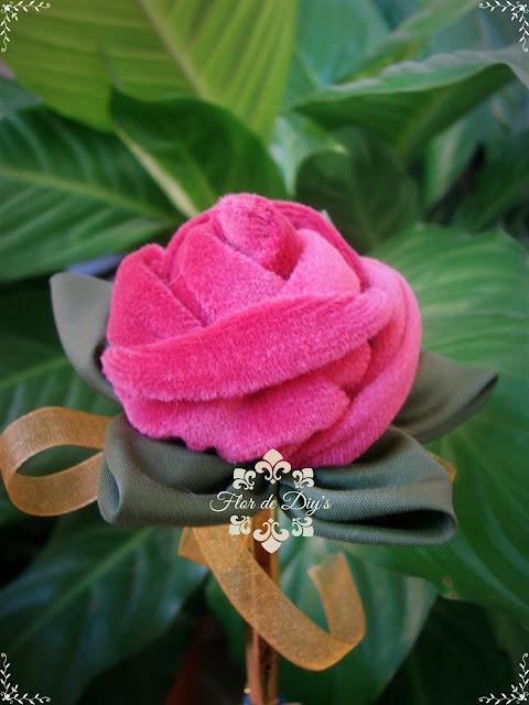 rosa-de-terciopelo-para-boligrafo-flor-de-diys