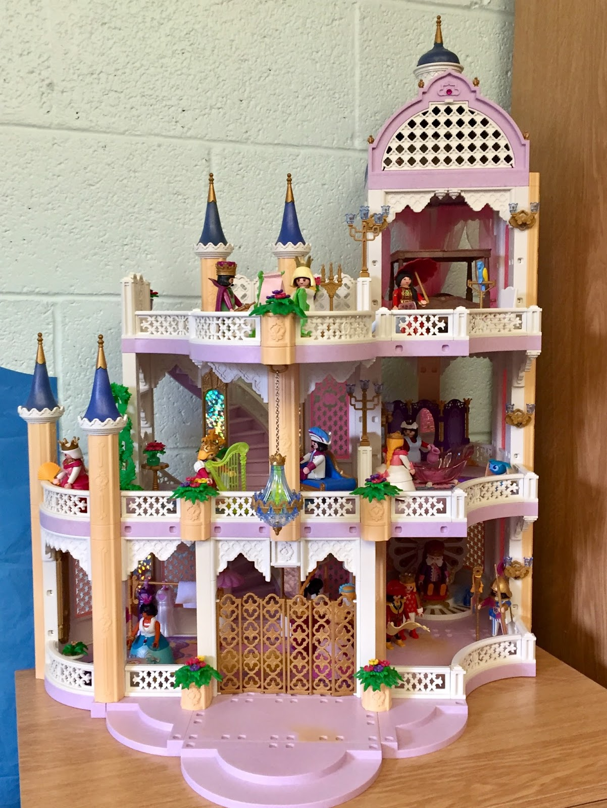 Custom blogs playmobil collectors club for Chateau playmobil 4250